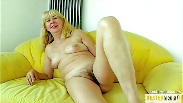 Sirvienta atada experimenta una perforación anal insoportable madres morenas follando