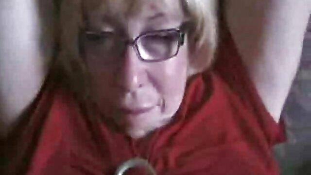 Amante rubia golpeó mamas maduras cojiendo a todos los vecinos respetables de sus maridos cambiando a diario en la cama
