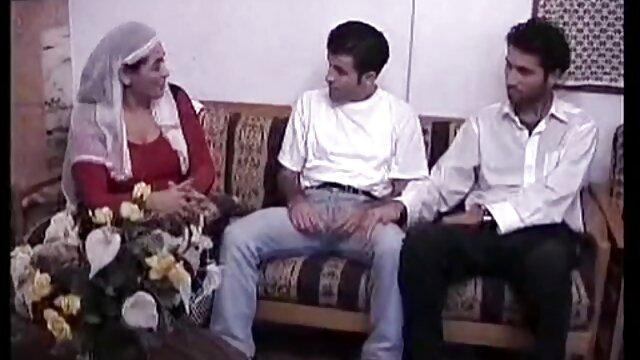 Zarina exhausta con follada anal, videos de maduras con sus hijos se arrodilla y semen en la boca