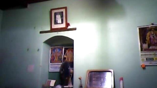 Pareja de familia hindú, escondida debajo de máscaras, copular en cámara, chupar y mamas maduritas masturbarse en esposa cumming