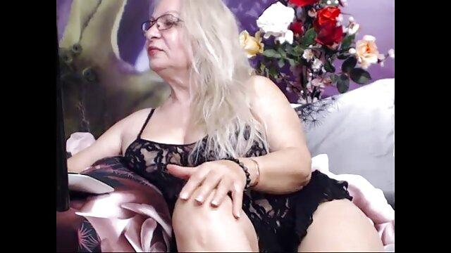 Agarró un mechón de pelo y lo tiró hacia él, empujando una vagina masticando en su mujeres maduras con sus hijos estaca.