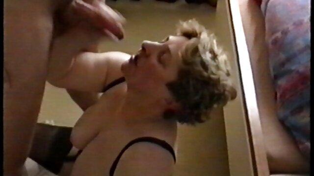 La vendedora de Tele2 fue sorprendida desnuda mientras se cambiaba incesto maduras peludas de ropa detrás del mostrador
