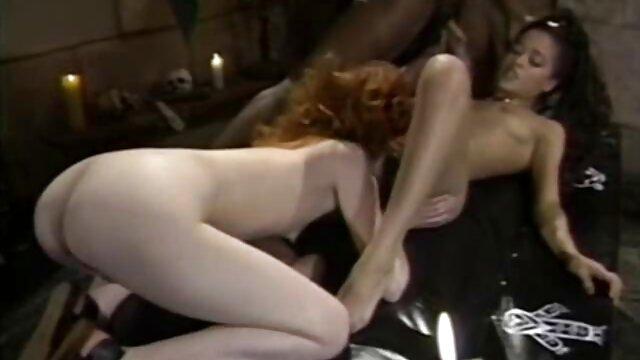 El hombre dejó incesto maduras peludas a la madrastra fingiendo estar discapacitada con su hijastro en la mansión y en vano, ella lo sedujo insidiosamente.
