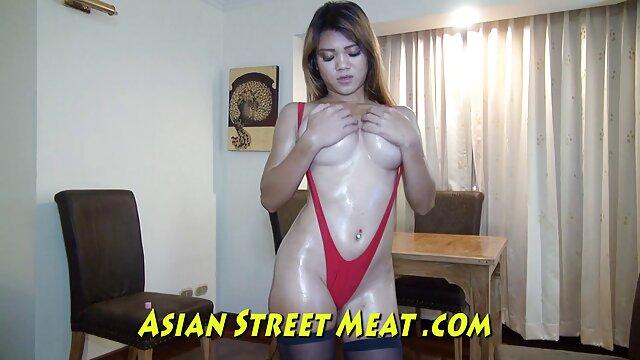 El compañero del joven shaitan de vagina oscura pulió la pegajosa entre las piernas con su lengua mamas maduras cojiendo