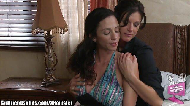 Vicky Love madres maduras folladoras entreteniéndose con un consolador