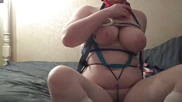 Juegos pervertidos mamas maduritas con pezones perforados en grandes tetas colgantes encadenadas
